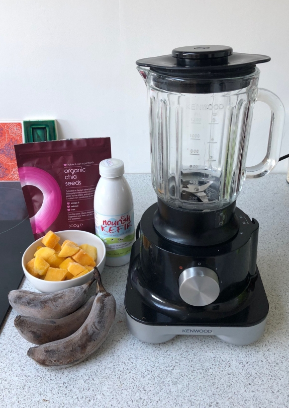 Banana and mango smoothie ingredients